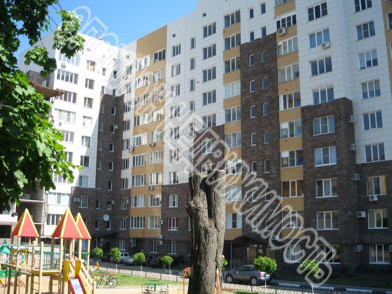 Продам 2-комнатную квартиру в городе Курск, на улице Володарского, 70, 8-этаж 10-этажного Монолит дома, площадь: 85/43.3/16.5 м2