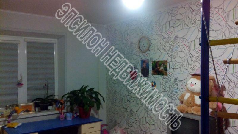 Продам 2-комнатную квартиру в городе Курск, на улице Комарова, 8б, 5-этаж 9-этажного Панель дома, площадь: 54/32/8.5 м2
