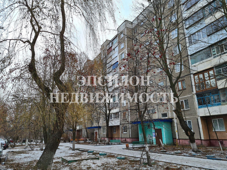 Продам 2-комнатную квартиру в городе Курск, на улице Ленинского Комсомола пр-т, 52, 6-этаж 9-этажного Панель дома, площадь: 46.2/28/7 м2