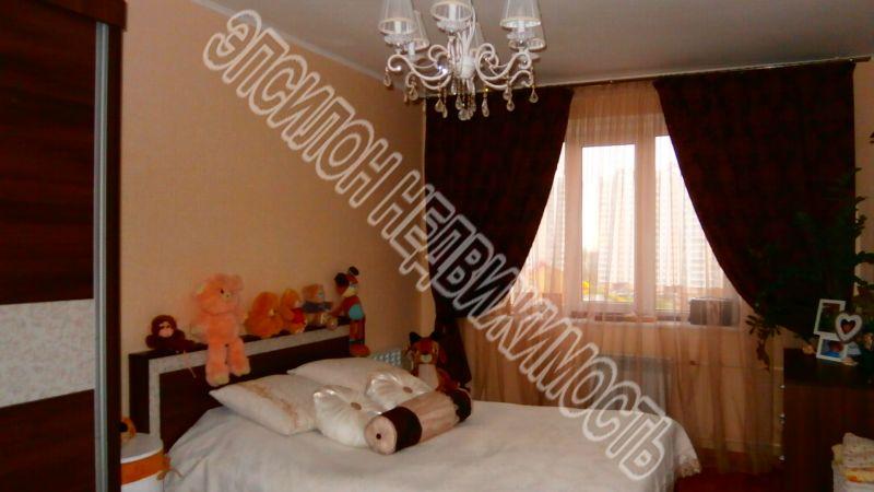 Продам 3-комнатную квартиру в городе Курск, на улице В. Клыкова пр-т, 51, 6-этаж 17-этажного Панель дома, площадь: 84.83/47.77/9.77 м2