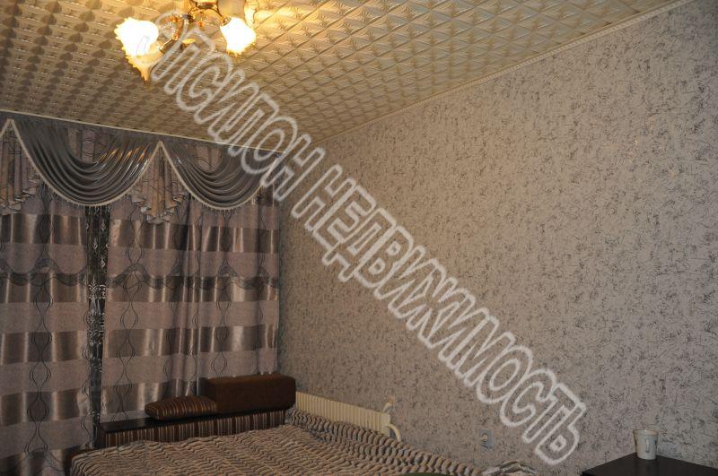 Продам 4-комнатную квартиру в городе Курск, на улице Черняховского, 33, 1-этаж 9-этажного Панель дома, площадь: 80/54/9 м2