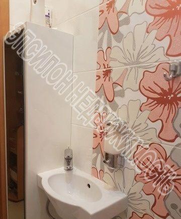 Продам 2-комнатную квартиру в городе Курск, на улице В. Клыкова пр-т, 60, 7-этаж 9-этажного Монолит дома, площадь: 81/41.6/18.8 м2