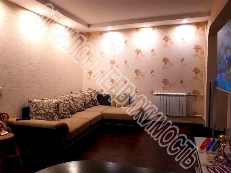 Продам 2-комнатную квартиру в городе Курск, на улице Хрущева пр-т, 12, 10-этаж 10-этажного Кирпич дома, площадь: 47.8/28/8 м2