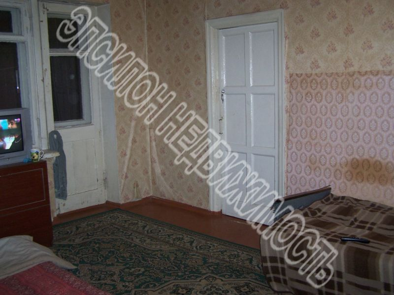 Продам 2-комнатную квартиру в городе Курск, на улице Парковая, 6, 2-этаж 4-этажного Кирпич дома, площадь: 42.5/25/6 м2