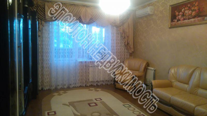 Продам 3-комнатную квартиру в городе Курск, на улице Парижской Коммуны, 67, 1-этаж 10-этажного Кирпич дома, площадь: 76/50/12 м2