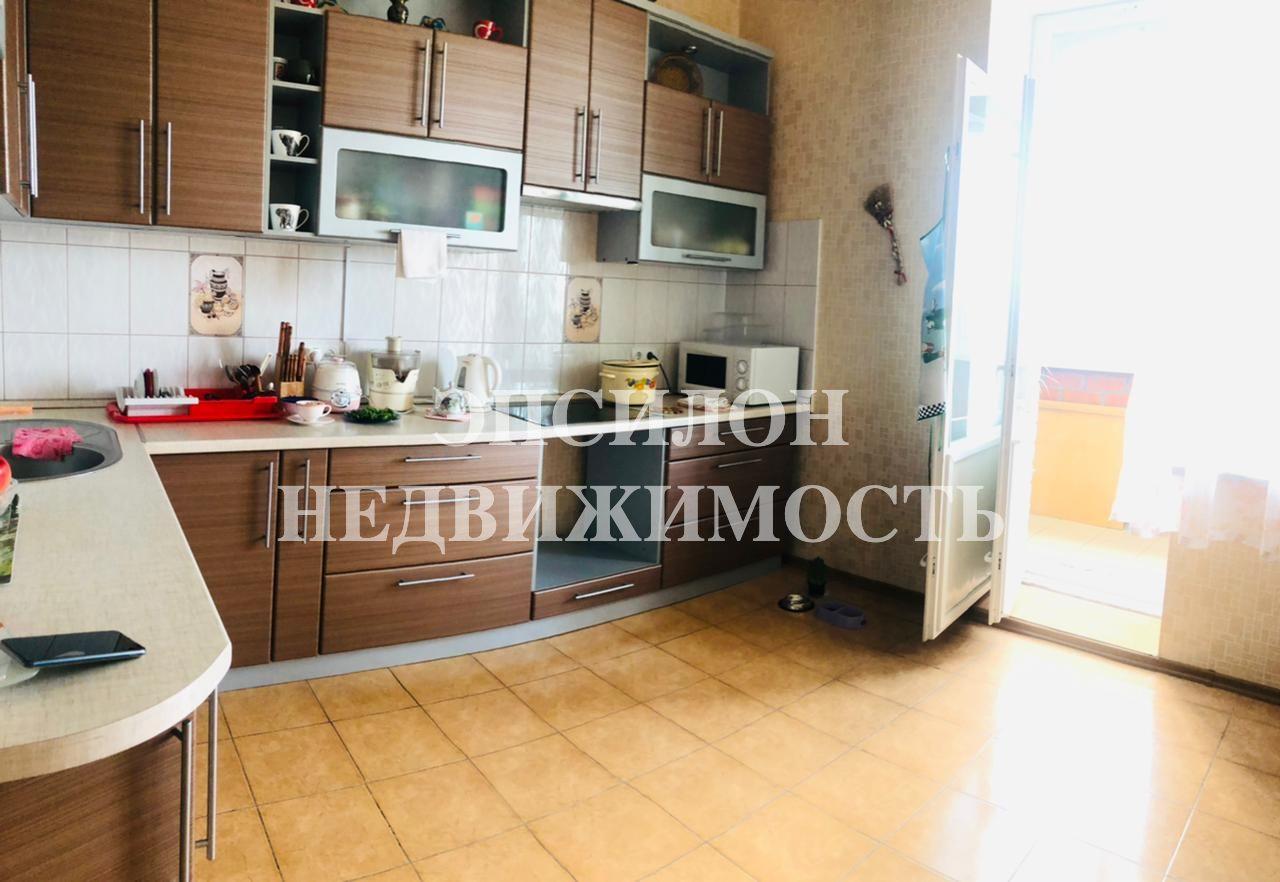 Продам 3-комнатную квартиру в городе Курск, на улице Школьная, 48а, 10-этаж 10-этажного Кирпич дома, площадь: 102.8/63.9/15.4 м2