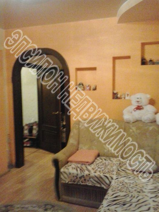 Продам 2-комнатную квартиру в городе Курск, на улице Крюкова, 14а, 5-этаж 9-этажного Панель дома, площадь: 47/28.7/7.8 м2