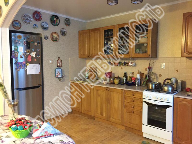 Продам 3-комнатную квартиру в городе Курск, на улице Дзержинского, 65/2, 1-этаж 9-этажного Кирпич дома, площадь: 92/60/15 м2