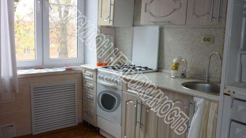 Продам 2-комнатную квартиру в городе Курск, на улице Гайдара, 4, 3-этаж 5-этажного Кирпич дома, площадь: 58/36/7.5 м2