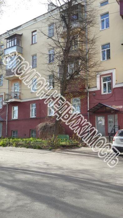 Продам 2-комнатную квартиру в городе Курск, на улице Дзержинского, 90, 2-этаж 5-этажного Кирпич дома, площадь: 72/46/13 м2