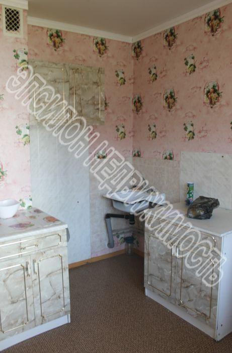 Продам 3-комнатную квартиру в городе Курск, на улице Победы пр-т, 8, 5-этаж 10-этажного Панель дома, площадь: 87.2/53.8/9.4 м2