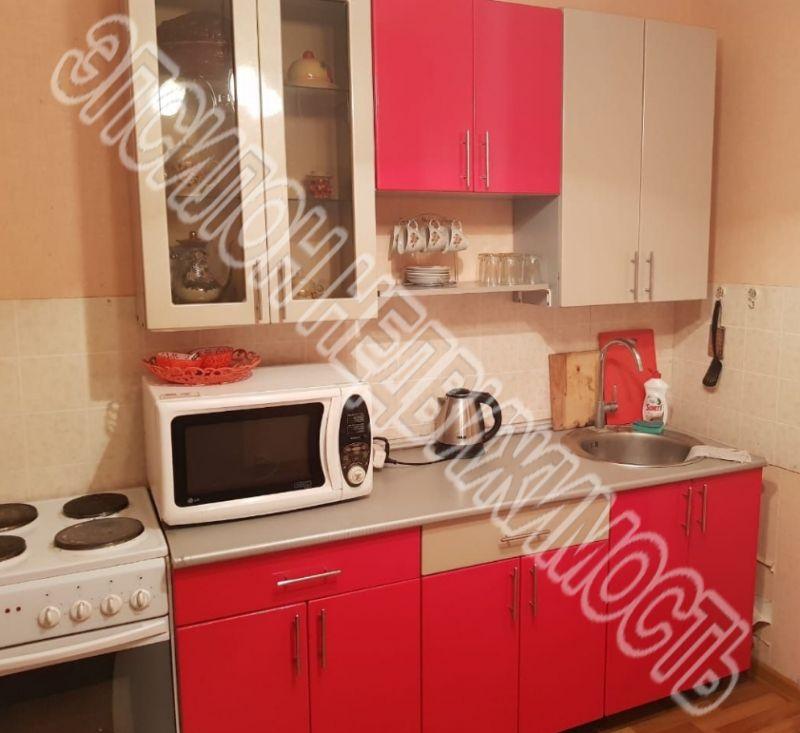 Продам 2-комнатную квартиру в городе Курск, на улице Победы пр-т, 54, 11-этаж 17-этажного Панель дома, площадь: 61.24/33.73/10.97 м2