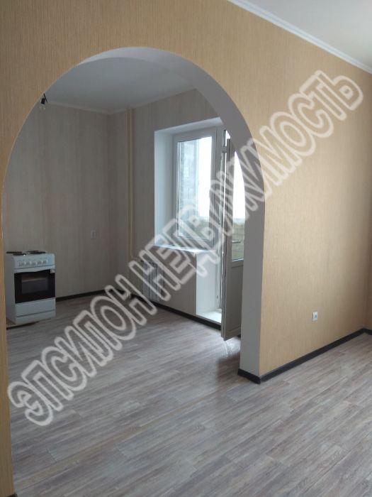 Продам 2-комнатную квартиру в городе Курск, на улице А. Дериглазова пр-т, 63, 15-этаж 17-этажного Монолит дома, площадь: 73.5/42/12 м2