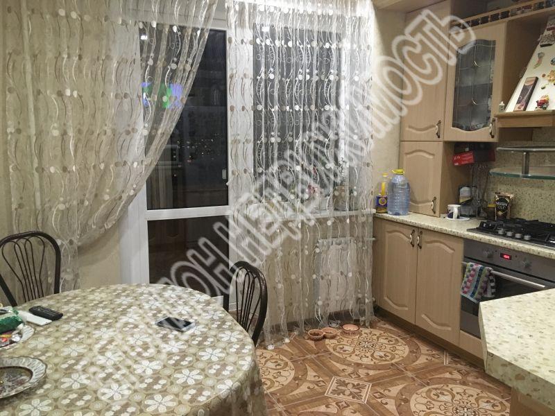 Продам 3-комнатную квартиру в городе Курск, на улице Менделеева, 24, 10-этаж 10-этажного Панель дома, площадь: 76.1/51.3/9.3 м2