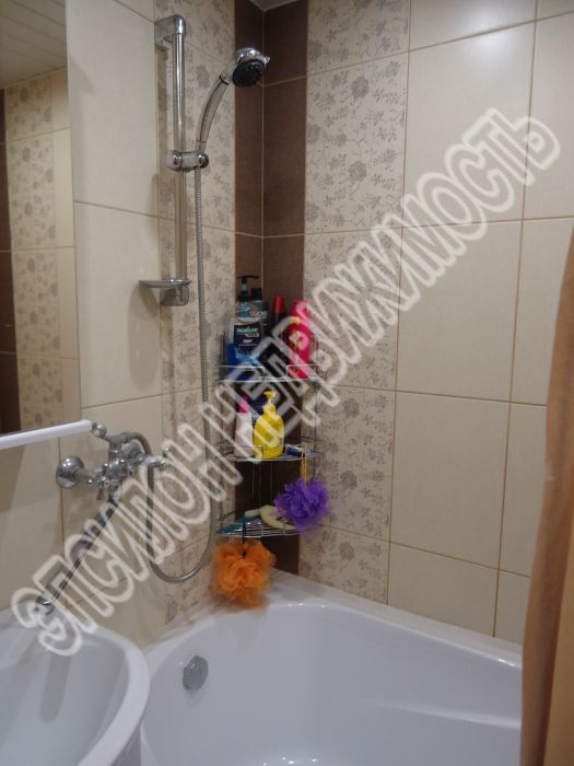 Продам 3-комнатную квартиру в городе Курск, на улице Дружбы пр-т, 17, 6-этаж 9-этажного Панель дома, площадь: 60/36.4/9 м2