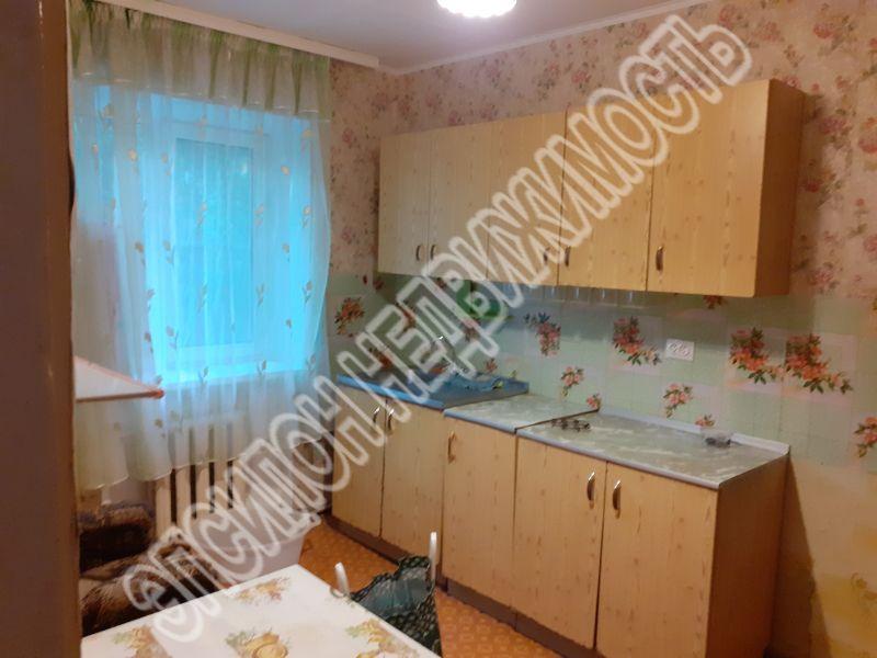 Продам 2 комнат[у,ы] в городе Курск, на улице Магистральный проезд, 1-этаж 3-этажного Кирпич дома, площадь: 28.7/18/10 м2
