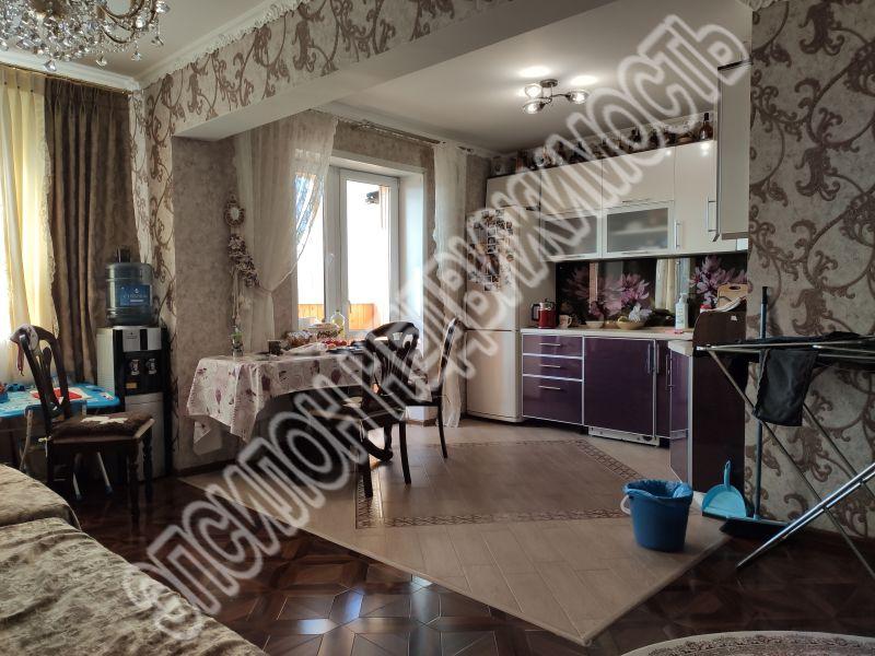 Продам 2-комнатную квартиру в городе Курск, на улице Береговая, 5, 8-этаж 17-этажного Монолит дома, площадь: 52/32/8 м2