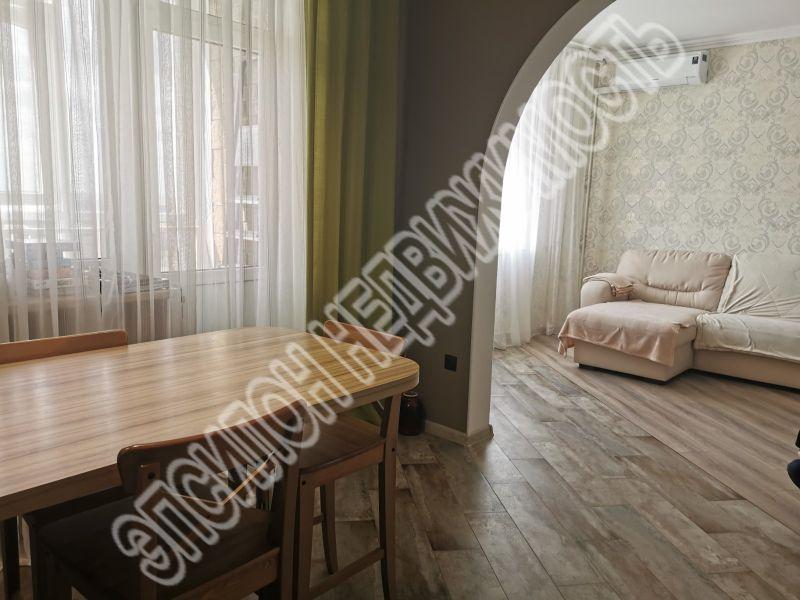 Продам 2-комнатную квартиру в городе Курск, на улице А. Дериглазова пр-т, 39, 16-этаж 16-этажного Монолит дома, площадь: 72/42/12 м2