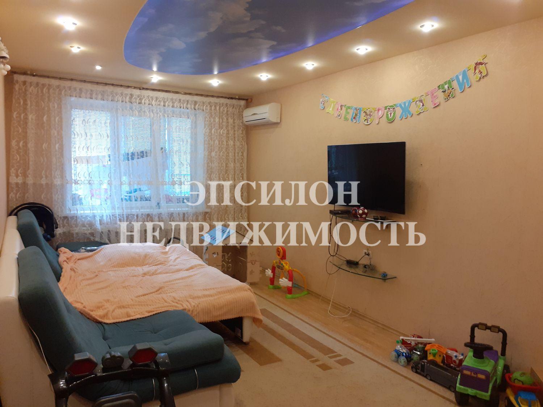 Продам 3-комнатную квартиру в городе Курск, на улице Ламоновская 1-я, 2, 2-этаж 10-этажного Панель дома, площадь: 87.5/55/11 м2
