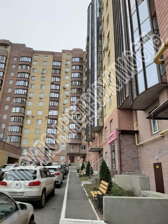 Продам 2-комнатную квартиру в городе Курск, на улице Перекальского, 11, 8-этаж 10-этажного Монолит-кирпич дома, площадь: 65/34/12.5 м2