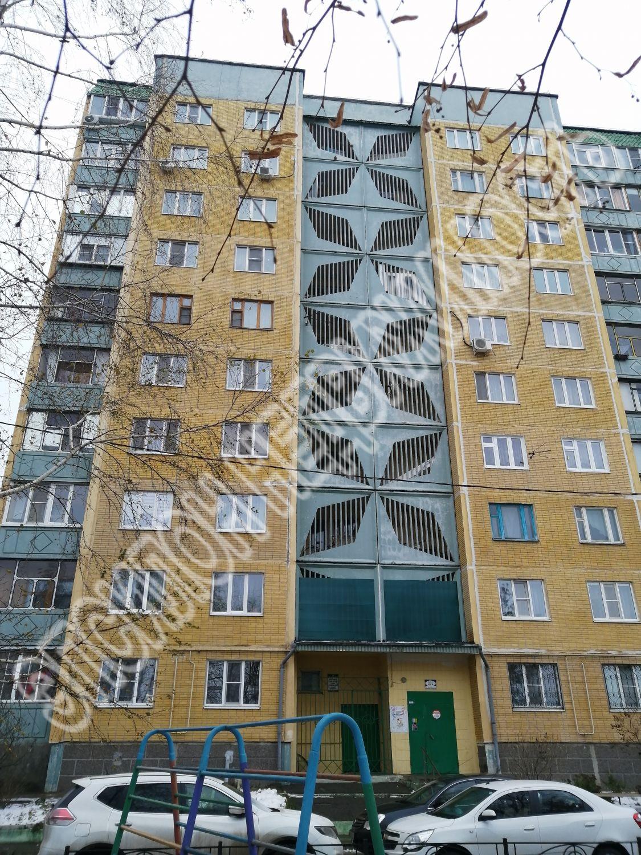 Продам 3-комнатную квартиру в городе Курск, на улице Крюкова, 11, 6-этаж 10-этажного Панель дома, площадь: 74.5/47.6/9.3 м2