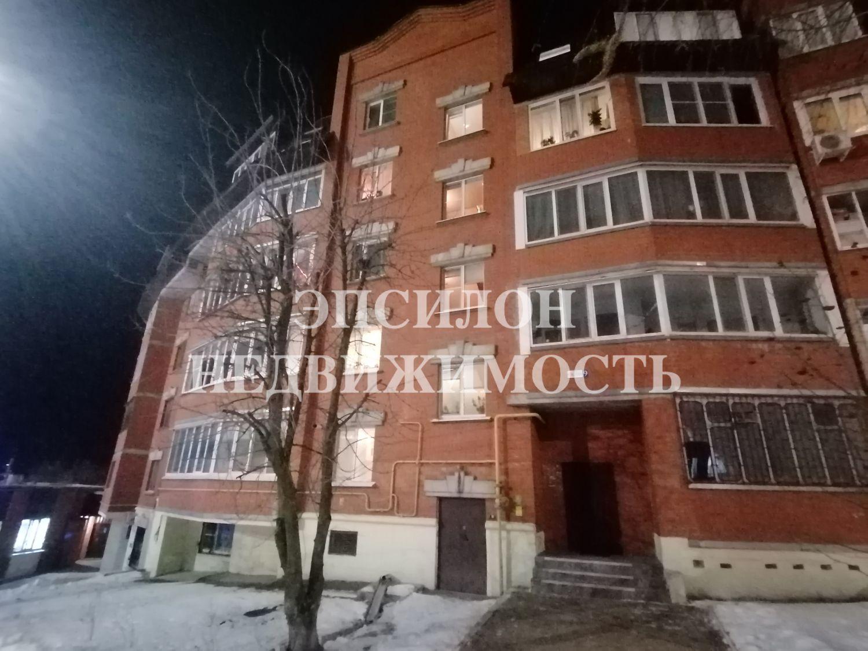 Продам 4-комнатную квартиру в городе Курск, на улице Кати Зеленко, 9, 1-этаж 5-этажного Кирпич дома, площадь: 143.5/104.6/11 м2