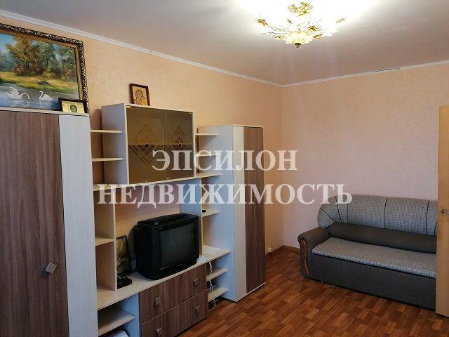 Продам 2-комнатную квартиру в городе Курск, на улице В. Клыкова пр-т, 40, 6-этаж 17-этажного Панель дома, площадь: 57.39/29.4/10.97 м2