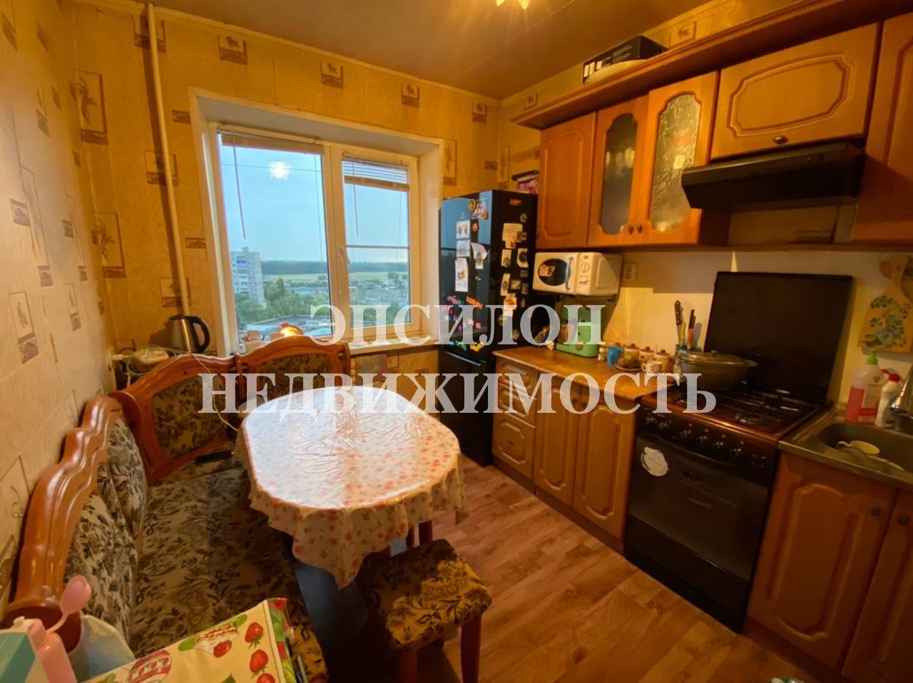 Продам 2-комнатную квартиру в городе Курск, на улице Крюкова, 18, 9-этаж 9-этажного Панель дома, площадь: 47/28/8 м2